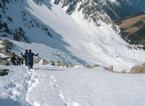 Abstieg im Schnee vom Scharnitzkof