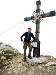 Am Gipfelkreuz vom Hinteren Tajakopf