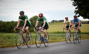 Vierer-Gruppe auf klassischen Rädern